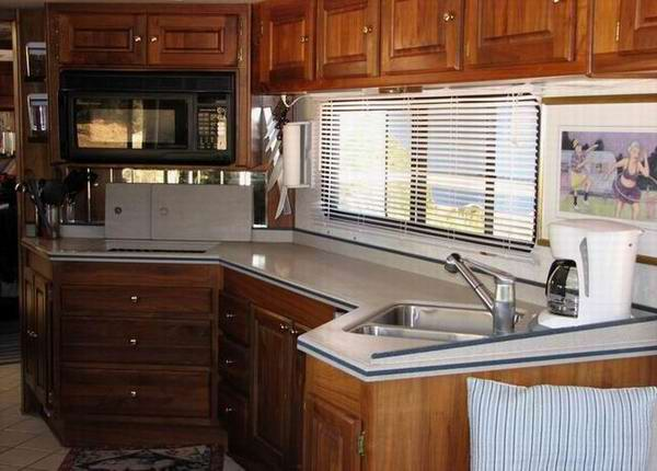 Excellent The Kitchen Cabinet That Runs Across The Front Of The Coach The